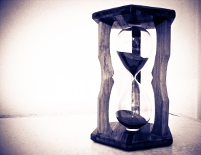 Hourglass_by_LekaTheSnake